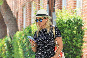 Reese Witherspoon Reese Witherspoon Looks Stylish During a Walk