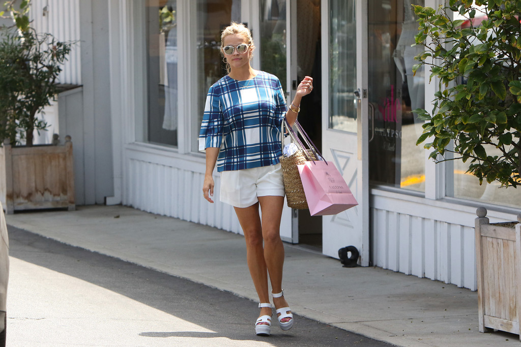 Reese Witherspoon Shopping at Calypso St. Barth 08/05/2016