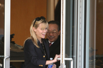 Reese Witherspoon Reese Witherspoon Shops for Gifts