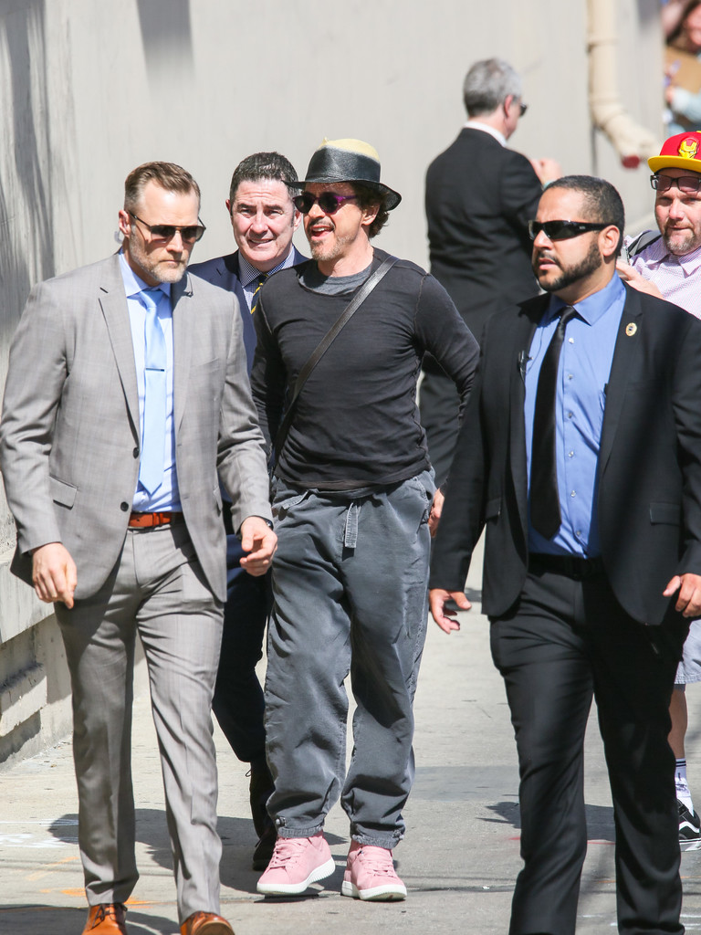 http://www1.pictures.zimbio.com/bg/Robert+Downey+Jr+Robert+Downey+Jr+Jimmy+Kimmel+y2D-5mOyGqIx.jpg