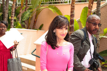 Robin Mcgraw Robin McGraw Outside The Beverly Hills Hotel