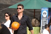 Robin Thicke Goes to the Pumpkin Patch