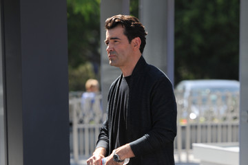 Ron Livingston Ron Livingston on the Set of 'Extra'