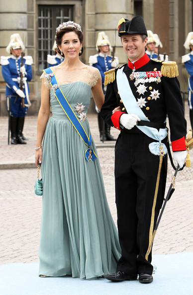 Royal guests head over to the Stockholm Cathedral for the nuptials of Princess Victoria of Sweden and Daniel Westling.