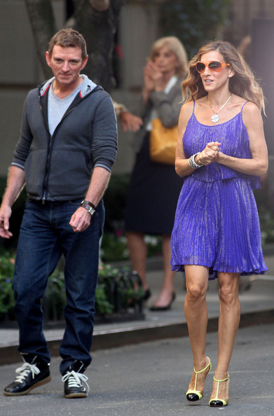 "Chris Noth and Sarah Jessica Parker film another scene for ""Sex and the City 2.""  The on-screen couple show off their wedding rings while pulling up to an apartment building in a Mercedes."