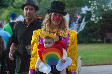 Scarlett May Stuber Molly Sims and Her daughter Scarlett Trick-or-Treat