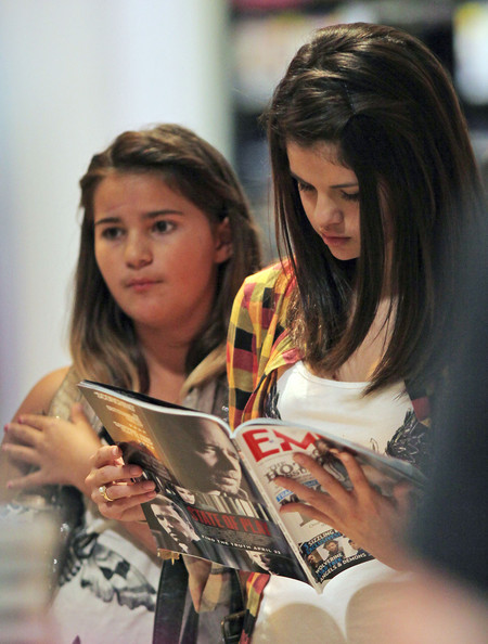 pictures of taylor lautner and selena. Makena Lautner and Selena