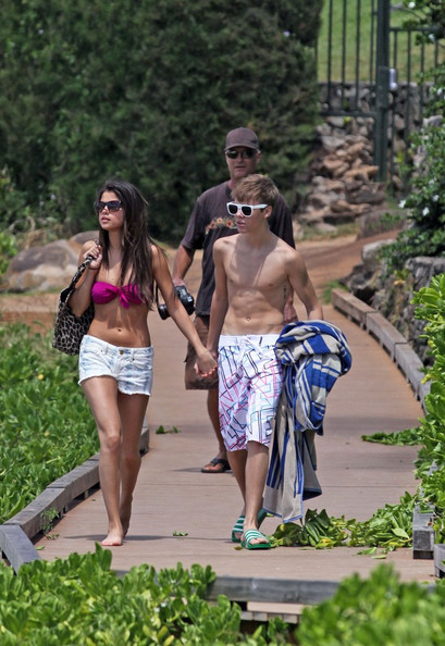 justin bieber and selena gomez beach in hawaii. Selena Gomez and Justin Bieber
