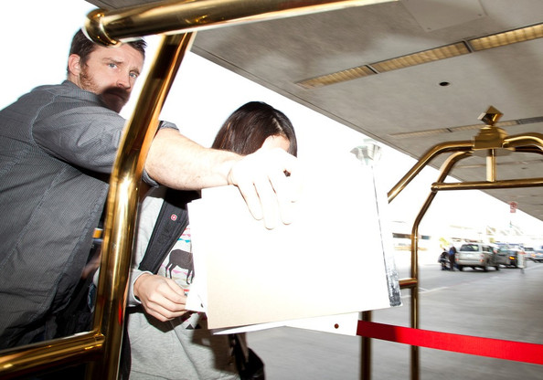 Selena Gomez Selena Gomez attempts to sneak out of LAX (Los Angeles International Airport) while hiding behind a luggage cart.