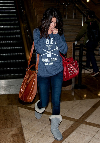 Selena Gomez Selena Gomez takes a call and bites her nails as she arrives at LAX (Los Angeles International Airport).