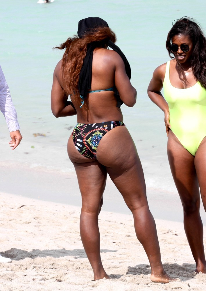 Serena williams black bikini