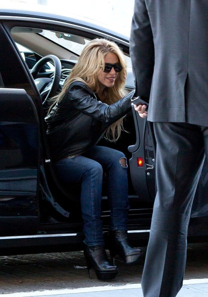 Shakira travels in style celebrity cars blog Celebrity motors