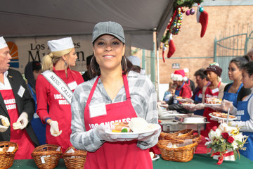 Shaunie O'Neal Christmas Meal for the Homeless at LA Mission