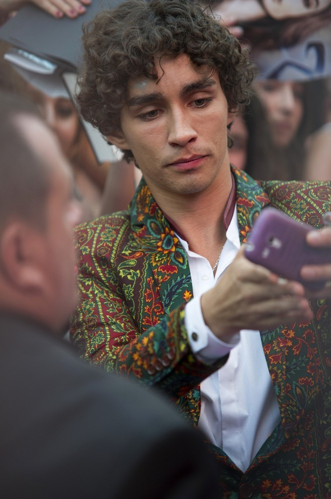 Robert Sheehan in Spanish premiere of 'Mortal Instruments ...