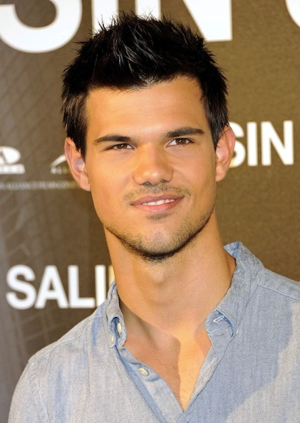 "Taylor Lautner Taylor Lautner poses for a photocall for ""Abduction"" at the Santo Mauro Hotel."