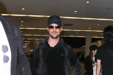 Taylor Lautner Taylor Lautner Spotted at LAX