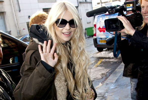 Taylor Momsen Taylor Momsen arrives at La Maroquinerie in good spirits as she prepares for her show tonight with her band, The Pretty Reckless.