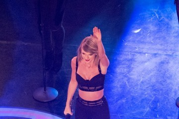 Taylor Swift Taylor Swift Performs on 'Jimmy Kimmel Live!' — Part 2