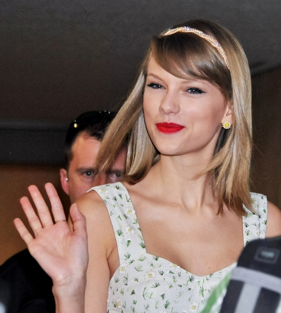 Taylor Swift Taylor Swift Photos Taylor Swift Arrives In Japan Zimbio
