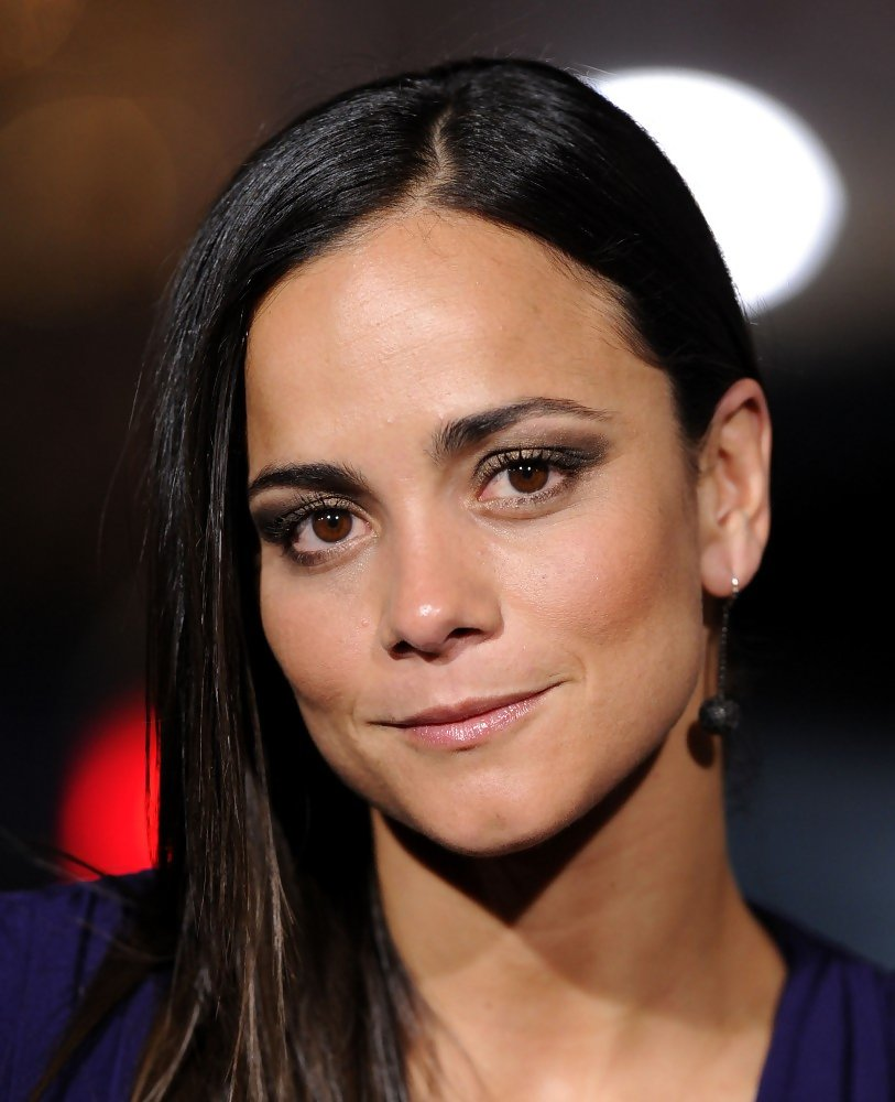 Alice Braga Net Worth Bio Wiki Married & Boyfriend