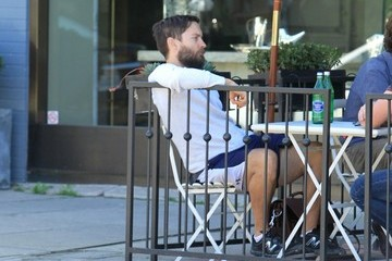 Tobey Maguire Tobey Maguire Gets Lunch in LA