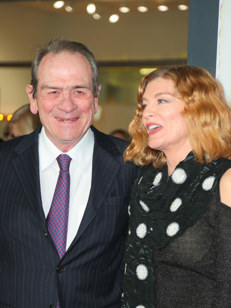 Tommy Lee Jones Photos Photos - Renee Russo Outside