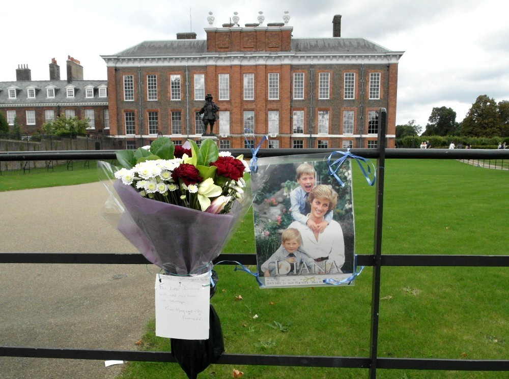 Tributes For Princess Diana At Kensington Palace 1 Of 10
