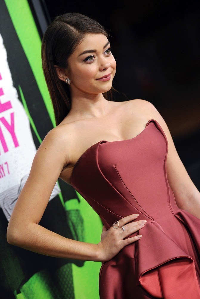 Sarah Hyland's Valentine's Day Preview