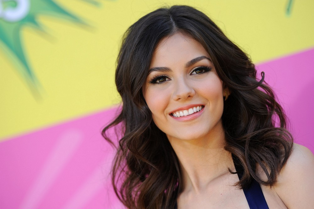 http://www1.pictures.zimbio.com/bg/Victoria+Justice+Kids+Choice+Awards+2013+yiX7Aw5J3qwx.jpg