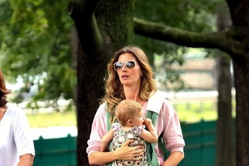 Vivian Brady Gisele Bundchen Takes Her Family to the Park