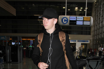 Will Poulter Will Poulter Grabs a Flight at LAX