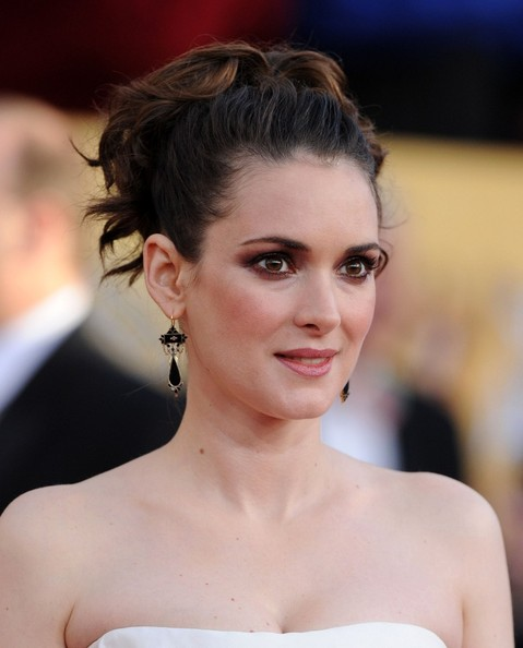 http://www1.pictures.zimbio.com/bg/Winona+Ryder+17th+Annual+SAG+Awards+7sjmXRR87WJl.jpg