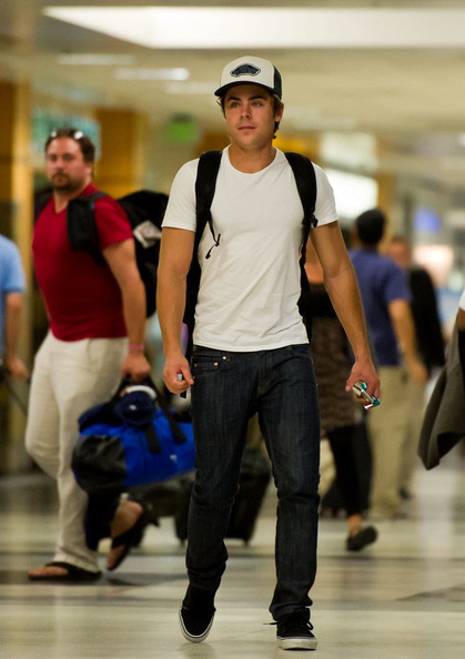 Zac Efron Zac Efron arrives at LAX looking very buff.