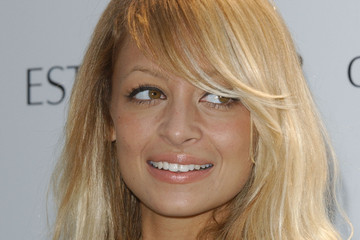 Nicole Richie pleasures by Gwyneth Paltrow