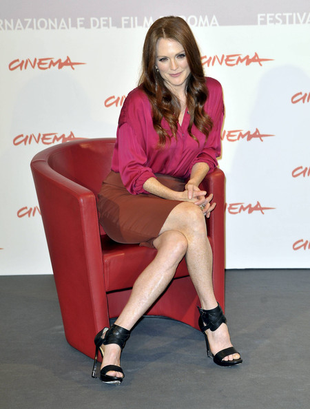 "Julianne Moore attends the ""The Kids Are Alright"" photo call during the 5th International Rome Film Festival."