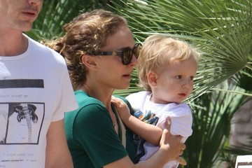 Aleph Portman-Millepied Natalie Portman Takes Her Son to a Friend's House
