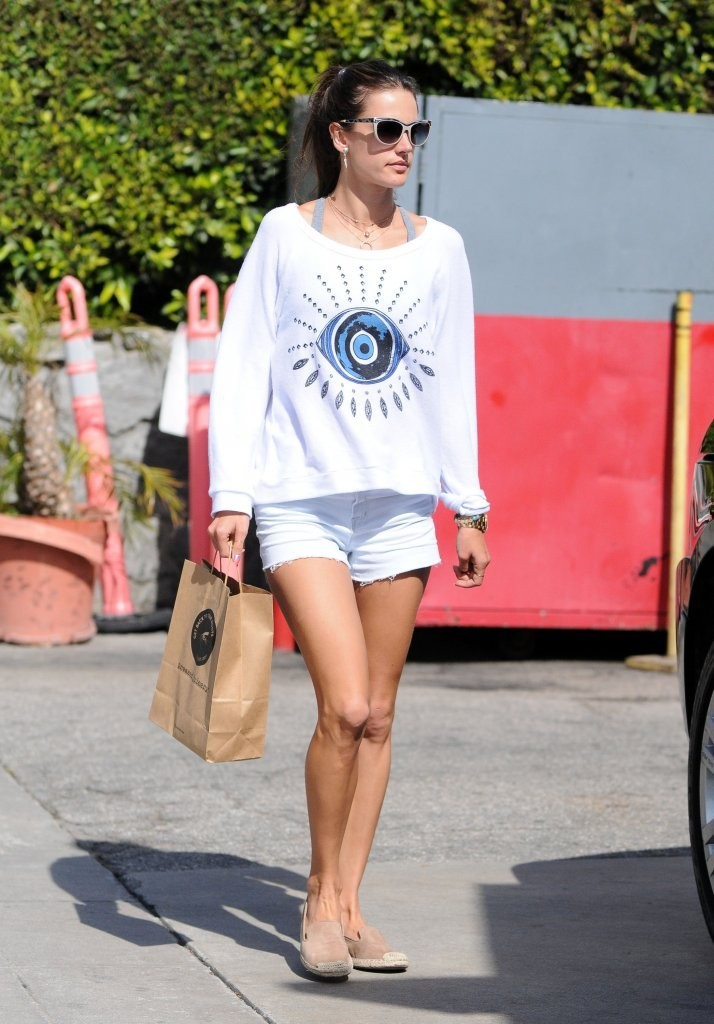 Alessandra Ambrosio Running Errands In Brentwood