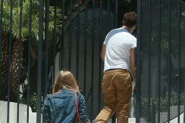 Alex Pettyfer  Marloes Horst Alex Pettyfer & Marloes Horst Arriving At His Apartment