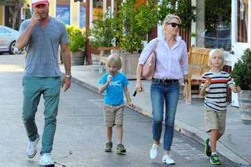 Alexander Schreiber Naomi Watts & Family Out For An Early Dinner In Brentwood