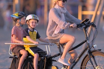 Alexander Schreiber Naomi & Liev Take Their Boys For A Bike Ride