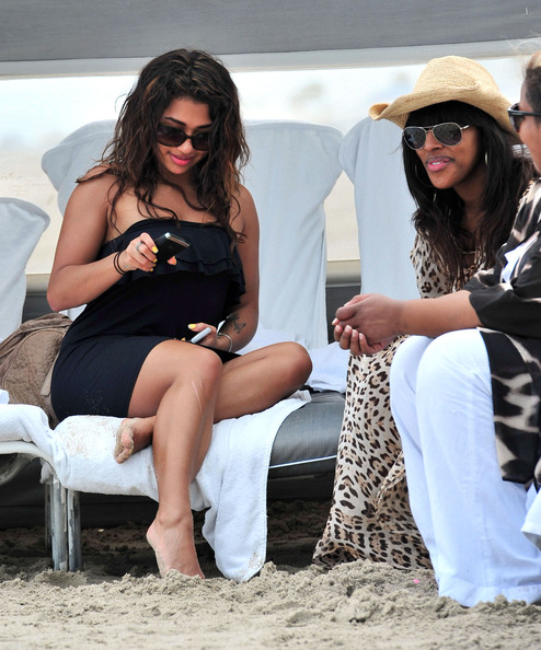 Vanessa White And Alexandra Burke Hanging Out In Miami 2 []