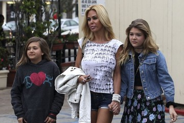 Alexandra Lamas Shauna Sand Enjoys Lunch Date with Daughters