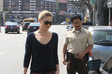 Ali Larter Ali Larter Runs Errands in West Hollywood