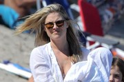 Ali Larter & Family Enjoy A Day On The Beach