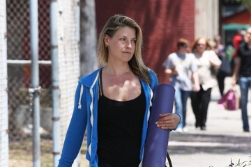 Ali Larter Ali Larter Heads to Yoga