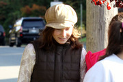 Amanda Knox and her mother Edda out for a walk in the woods with a friend and Amanda's new boyfriend in Seattle, WA. After the walk they went for brunch at Joe's Restaurant. Amanda's new love interest quickly stopped holding her hand when he spotted photographers.