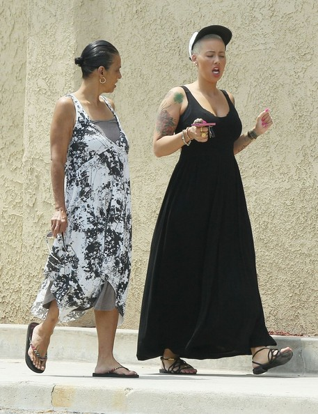 amber rose  u0026 her mom out for lunch in los angeles 18 of 21