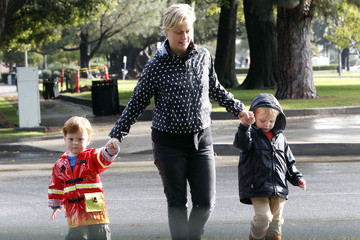 Amy Poehler Archie Arnett Amy Poehler Walks Her Boys To School