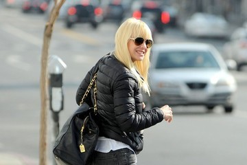 Anna Faris Anna Faris Runs Errands In West Hollywood