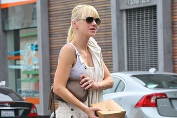 Anna Faris Anna Faris Picks Up Lunch